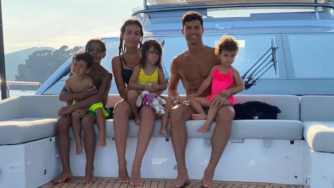 Cristiano Ronaldo, Georgina Rodríguez y sus hijos, en su yate