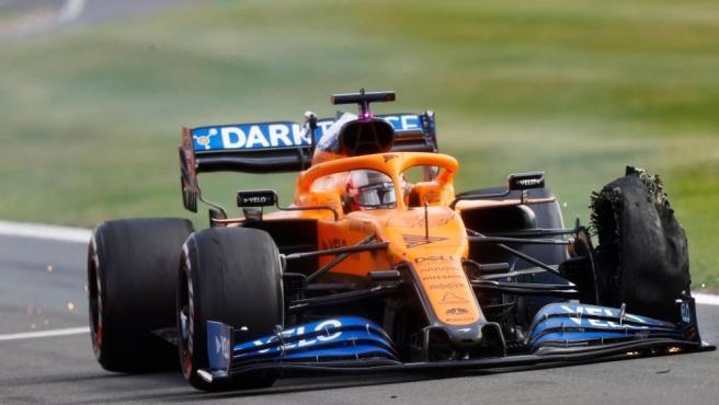 Carlos Sainz, con el McLaren pinchado en el GP de Gran Bretaña