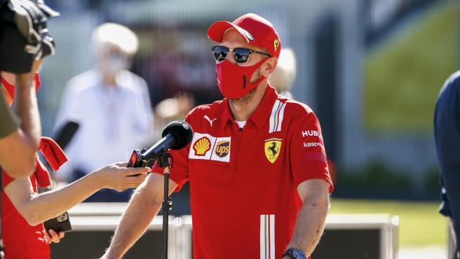 Sebastian Vettel atiende a la prensa