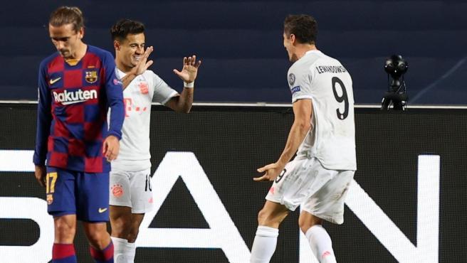 Coutinho y Lewandowski celebran un gol ante el Barça