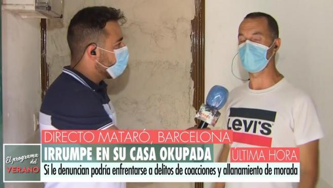 Manuel es entrevistado en 'El Programa de verano' junto a su vivienda.