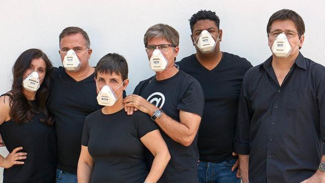 El equipo que ha desarrollado la mascarilla Octo Respirator Mask.