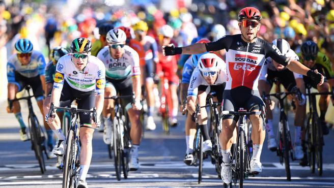 Ewan se lleva al esprint la tercera etapa del Tour y Alaphilippe se  mantiene líder