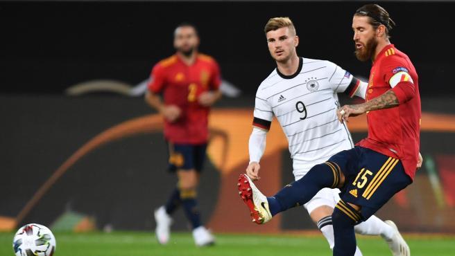 Timo Werner y Sergio Ramos, en el Alemania - España de la Nations League