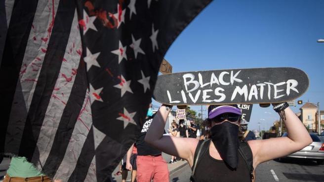 Activistas del movimiento Black Lives Matter protestan en EE UU contra el racismo y la violencia policial, en una imagen de archivo.