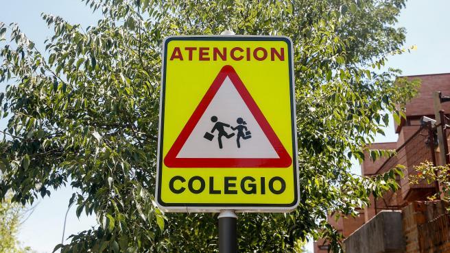Señal de peligro 'atención colegio'. 02 agosto 2019, conducción, tráfico, señal (Foto de ARCHIVO) 2/8/2019