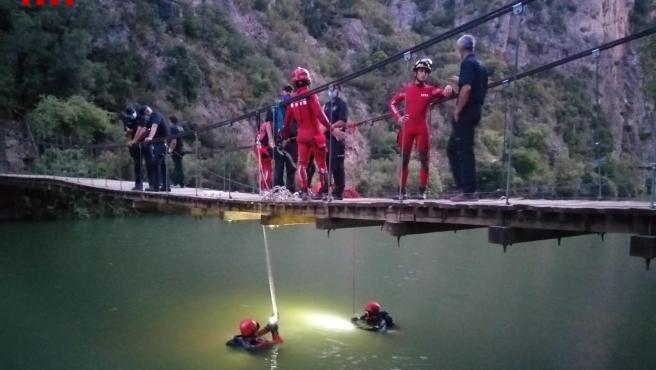 El dispositivo de rescate en el pantano de Camarasa, en Lleida.