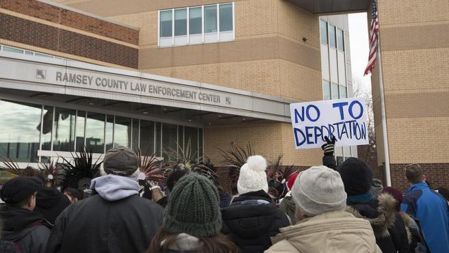 Manifestación en St. Paul, Minnesota (EE UU), en enero de 2018, en defensa de los programas que protegen de la deportación a los 'dreamers' (DACA) y a inmigrantes de varios países en conflicto o afectados por desastres naturales (TPS).