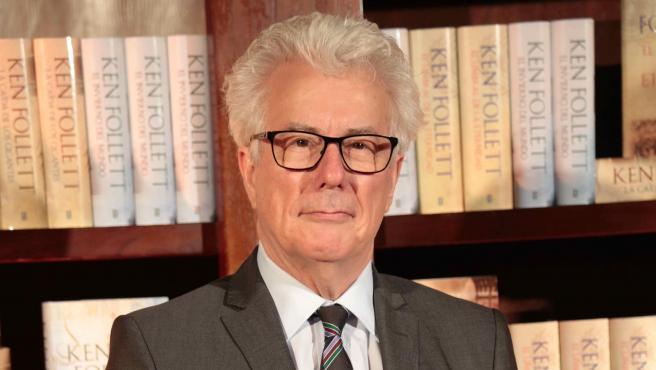 El escritor y periodista Ken Follett.