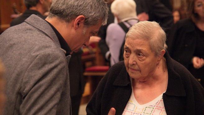 Albert Om y Núria Gispert en el acto de entrega a Neus Català de la medalla de Oro al Mérito Cívico del Ayuntamiento de Barcelona el 29 de octubre de 2014.