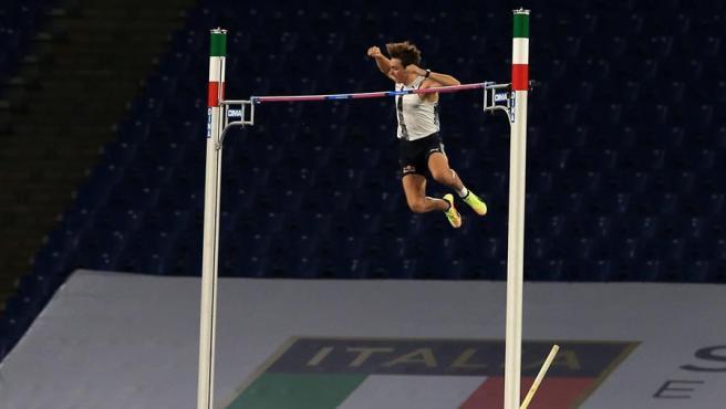 Duplantis bate un nuevo récord del mundo