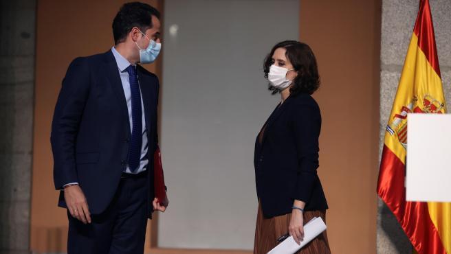Ignacio Aguado e Isabel Díaz Ayuso, tras la rueda de prensa.