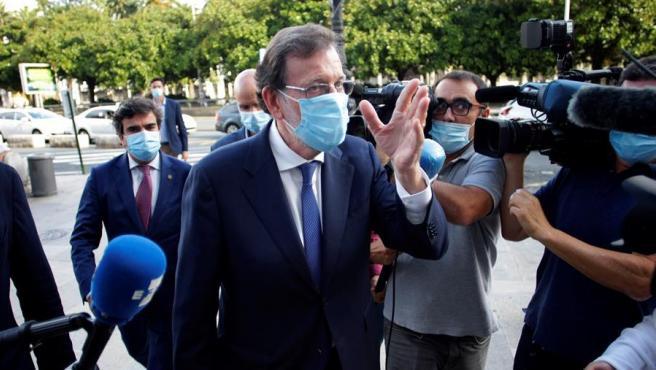 El expresidente del Gobierno Mariano Rajoy a su llegada esta tarde a la presentación de las memorias de José Manuel Romay Beccaría.