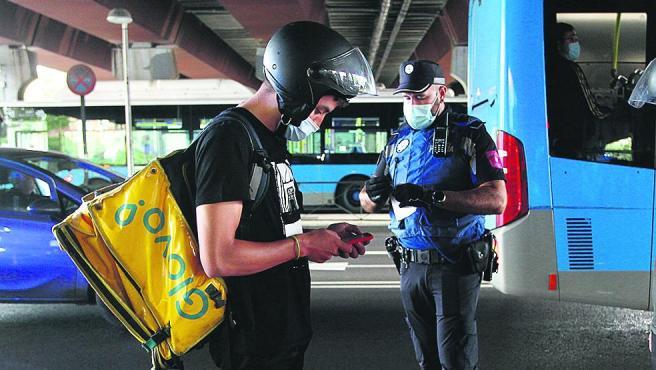 La Policía ha hecho este miércoles controles en zonas con limitaciones. En la foto, Puente de Vallecas.