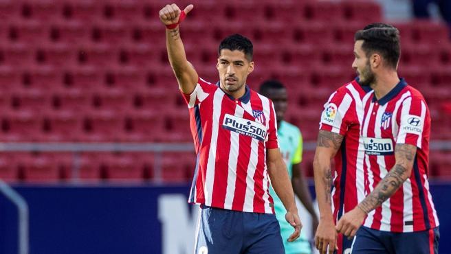 Suárez celebra uno de sus goles al Granada.