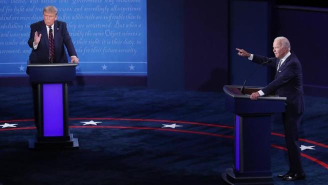 El presidente de EE UU y candidato republicano, Donald Trump, y el candidato demócrata, el ex vicepresidente Joe Biden, durante su primer debate electoral.