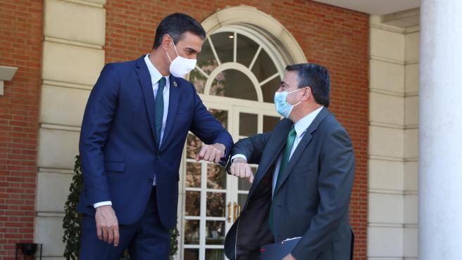 El presidente del Gobierno, Pedro Sánchez, y el portavoz del PNV en el Congreso, Aitor Esteban.
