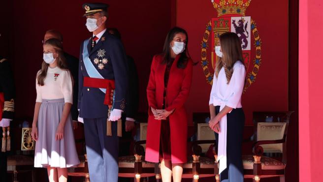 Los reyes y sus hijas, en el Día de la Fiesta Nacional.