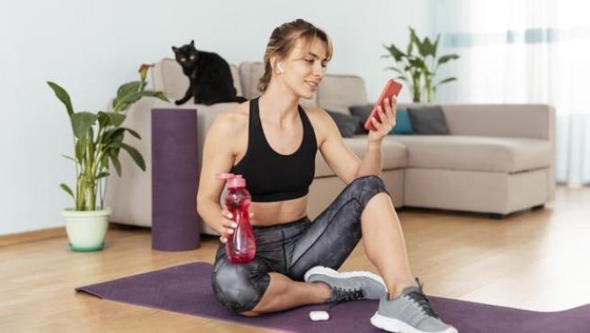 Ya sea en casa o fuera de ella, la práctica deportiva requiere de una serie de productos.