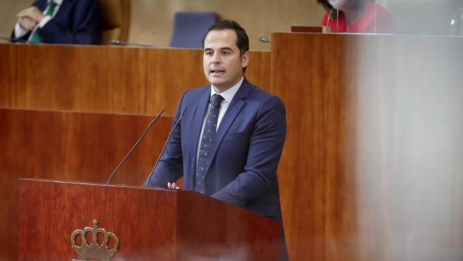 El vicepresidente y portavoz del Gobierno de la Comunidad de Madrid, Ignacio Aguado, este jueves en la Asamblea regional.