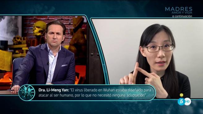 Iker Jiménez y Li-Meng Yan, la doctora china que supuestamente descubrió que la Covid se creó en un laboratorio en China y fue liberado intencionadamente.