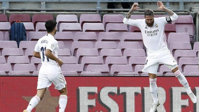 Sergio Ramos celebra su gol de penalti en el Clásico ante el Barcelona