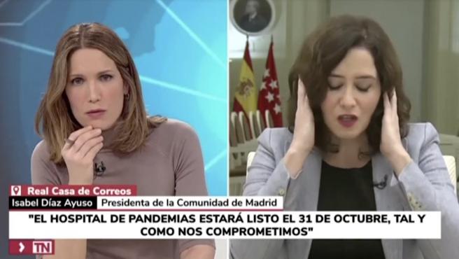 Silvia Intxaurrondo, presentadora de Telemadrid, e Isabel díaz Ayuso.