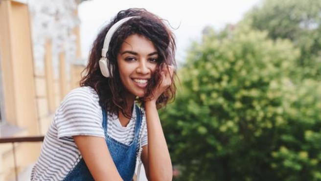 Estos auriculares de corte clásico también tienen versión 'bluetooth'.