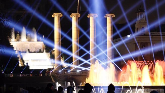 Espectáculo de Fin de Año en la Fuente Mágica de Montjuïc de Barcelona el 31 de diciembre de 2019.