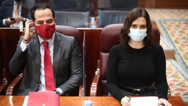 El vicepresidente Ignacio Aguado y la presidenta Isabel Díaz Ayuso, este jueves, en la Asamblea.