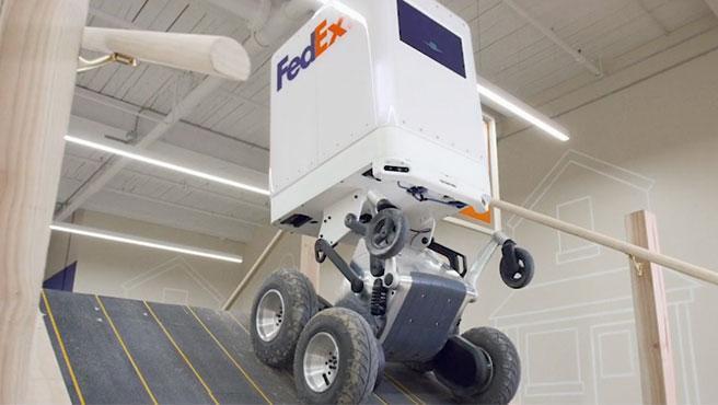 El vehículo de reparto inteligente de FedEx sube y baja pendientes y escaleras
