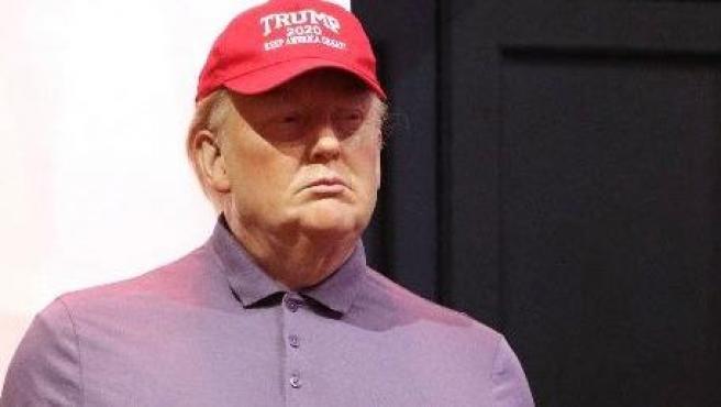 La figura de cera de Donald Trump vestida para jugar al golf.