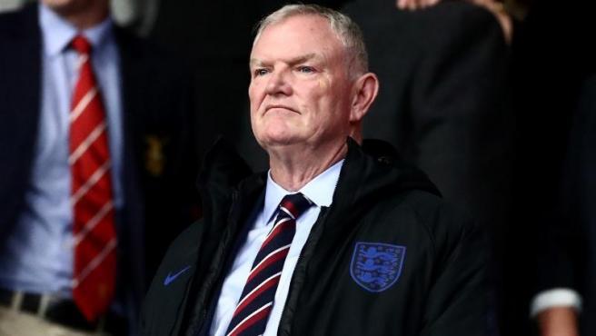 El presidente de la Federación Inglesa de Fútbol dimite por un comentario  racista