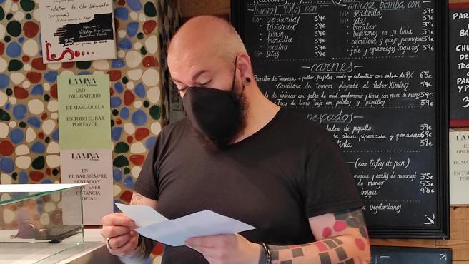 Patxi Trujillo, propietario del restaurante La Viña de San Francisco, en Bilbao.