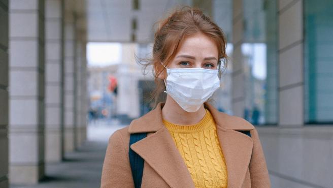 Además del maskne, las mascarillas causan más problemas en la piel.
