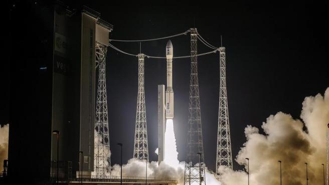 A las 2.52 hora peninsular (01:52 GMT) de este martes, el satélite SEOSAT- Ingenio, con sello español, fue lanzado a bordo de un cohete Vega desde Kourou, en la Guayana Francesa. Sin embargo, el cohete se desvió de su trayectoria 8 minutos después de despegar, suponiendo la pérdida de la misión.