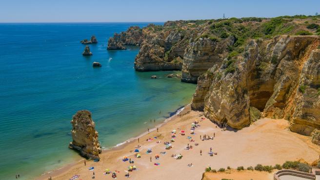 Playa de Lagos, en el Algarve portugués.