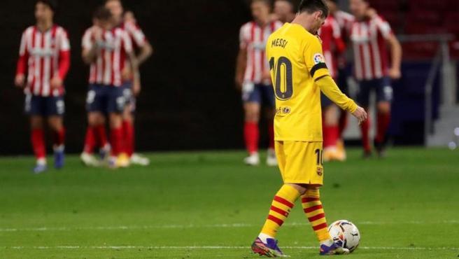 Messi, cabizbajo en el Atleti vs Barça.