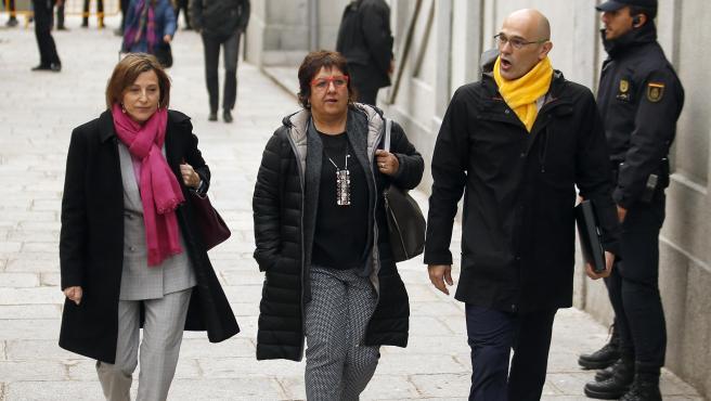 Las presas independentistas Carme Forcadell, Dolors Bassa y Raül Romeva entrando al Tribunal Supremo, en una imagen de archivo.