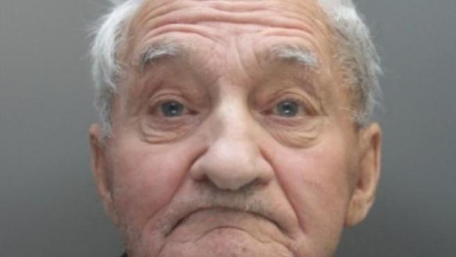 Ian Triner, el hombre de 83 años arrestado por escuchar música clásica demasiado alto en su casa.