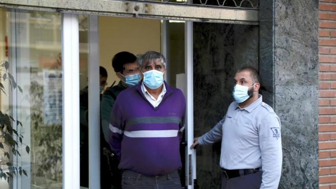 Agentes de la Guardia Civil detienen en Segovia al acusado de apuñalar a la jueza María Sonsoles Sanchidrián.