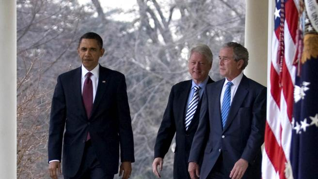Los expresidentes de EE UU Barack Obama, George Bush y Bill Clinton en la Casa Blanca.