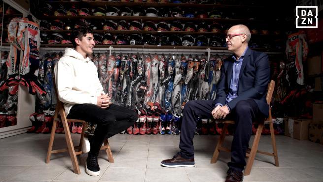 Marc Márquez y Ernest Riveras, durante su entrevista en DAZN