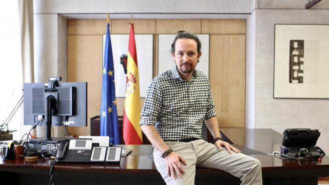 El vicepresidente segundo del Gobierno, Pablo Iglesias, posa en su despacho.