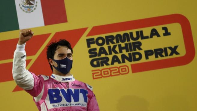 Sergio Pérez, en el podio del GP de Sakhir