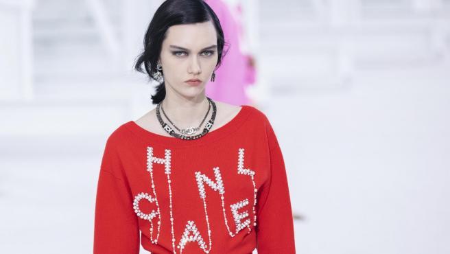 Uno de los diseños de Virginie Viard en la semana de la moda de París de octubre 2020.