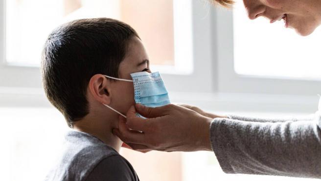 Una investigación señala que la Covid-19 podría haber estado circulando por Italia hace más de un año. Así lo ha demostrado un análisis a un niño de 4 años que llevaba ingresado desde el pasado noviembre con síntomas de sarampión que resultaron ser consecuencia del coronavirus.