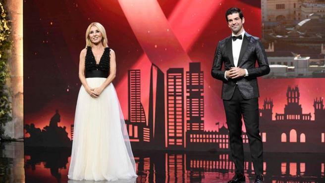 Cayetana Guillén Cuervo y Miguel Ángel Muñoz, en la gala que entrega las estrellas Michelin 2021.