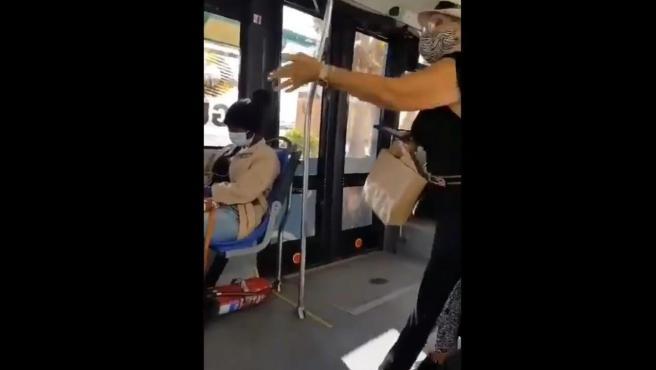 Un momento del episodio racista en un autobús en Arrecife (Lanzarote).