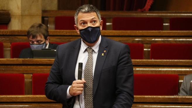 El conseller d'Interior, Miquel Sàmper, en el Parlament de Catalunya.